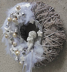Dekorácie - Masívny veniec s anjelikom - 7450800_