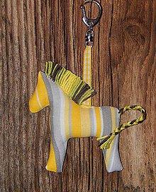 Drobnosti - Prívesok na kľúče - sivožltý pásikovaný koník - 7449446_