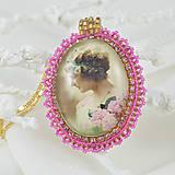 Náhrdelníky - Náhrdelník vintage romantický so ženou - 7449807_