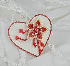 Odznaky/Brošne - Brošňa srdce s kvietkom - 7449325_