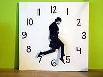 Hodiny - bláznivé nástenné hodiny Silly walk - 7453859_