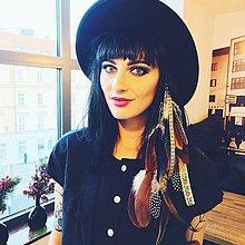 Ozdoby do vlasov - Bohémsky hair clip s perím a stuhami - 7455935_