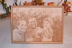 Obrazy - Gravirovanie fotografie na želanie A4 fotoportrét - 7455630_
