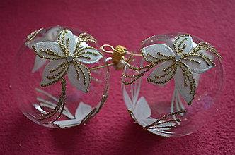 Dekorácie - Číre guličky so zlatou vianočnou ružou - 7460782_