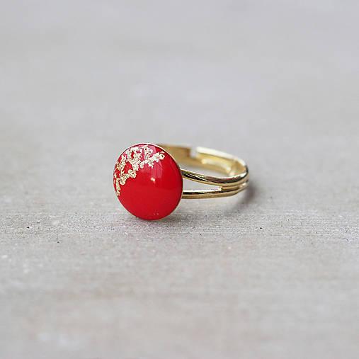 Pozlátený prsteň s červeným očkom (12 mm)