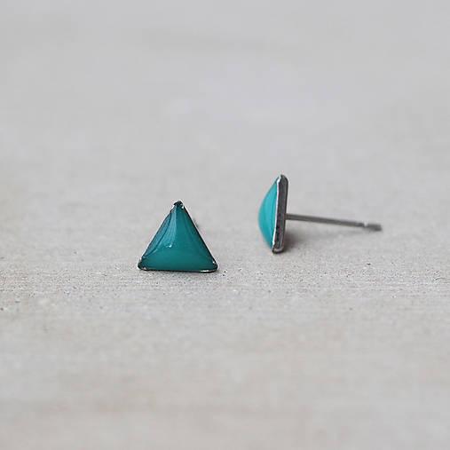 Tyrkysové náušnice v tvare trojuholníka – chirurgická oceľ (8 mm)