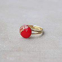Prstene - Pozlátený prsteň s červeným očkom (12 mm) - 7460729_