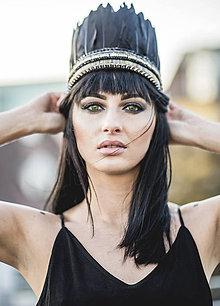 Ozdoby do vlasov - Čierna bohémska čelenka vyšívaná hrotíkmi - 7460545_