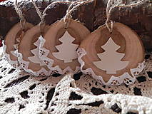 Dekorácie - Vianočné drievka - zasnežené stromčeky - 7464153_
