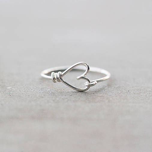 Prstene - Strieborný prsteň so srdiečkom - 7464191_