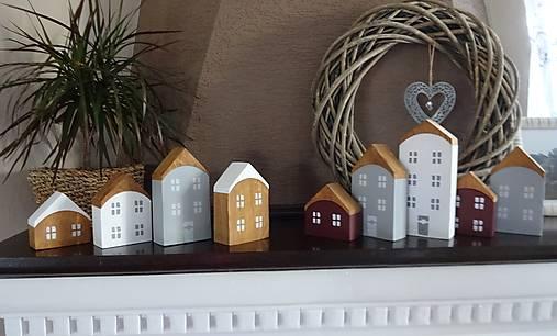 Drevené dekoračné domčeky