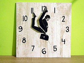 Hodiny - bláznivé nástenné hodiny Silly walk 2 - 7476526_