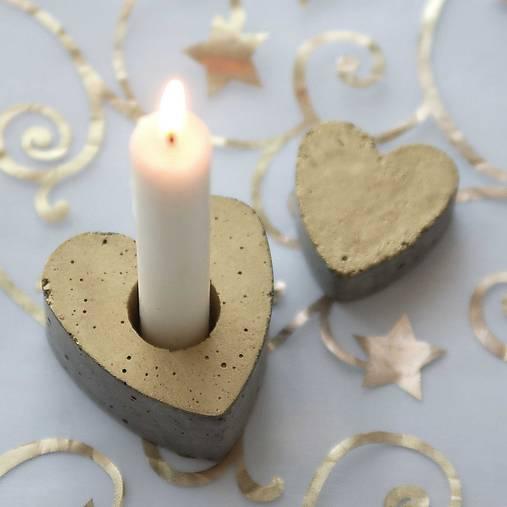 Svietnik v tvare srdca, zlatý