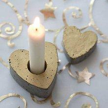 Svietidlá a sviečky - Svietnik v tvare srdca, zlatý - 7475871_