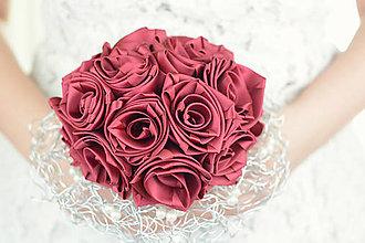 Kytice pre nevestu - Saténová svadobná kytica bordová ruže - 7477125_