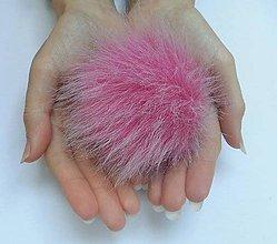 Materiál ručne robený - Kožušinový brmbolec ružový - 7483352_