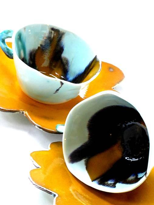 šálky žlté tyrkysové