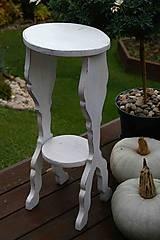 Nábytok - Vyrezávaný stolček - 7480304_