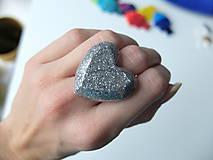 Prstene - Živicový prsteň srdce strieborné - 7486205_