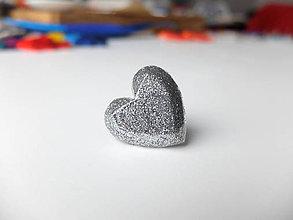 Prstene - Živicový prsteň srdce strieborné - 7486198_