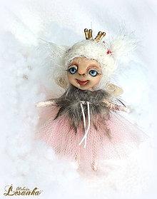 Dekorácie - ♥ Mini bytôstka - Zimná víločka Dúbravka ♥ - 7488500_