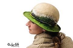 Čiapky - Dámsky vlnený klobúk, ručne plstený z merino vlny, béžovo zelený, klasický tvar - 7491566_