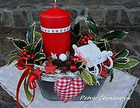 Dekorácie - Vianočný svietnik ... s cezmínou - 7493104_