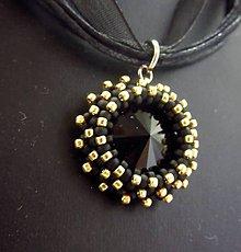 Náhrdelníky - Swarovski black chrysantéma - 7498792_