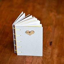 Papiernictvo - Ručne sitý zápisník - Drevené srdce - 7507712_