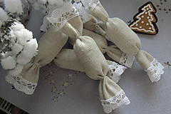 Dekorácie - Vianočné látkové salónky z jutoviny s bielou  čipkou - 7511980_