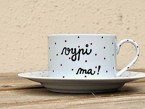 Nádoby - Maľovaná šálka s podšálkou na kávu s nápisom (vypi ma!) - 7512659_