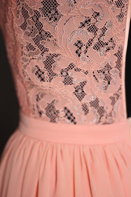 d42b3a68736e Spoločenské šaty s holým chrbátom farba lososová   Dyona - SAShE.sk ...