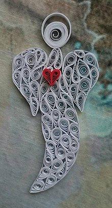 Dekorácie - Anjel s červeným srdiečkom - 7511595_