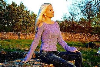 Svetre/Pulóvre - Ručne pletený pulover so vzorom - 7514643_