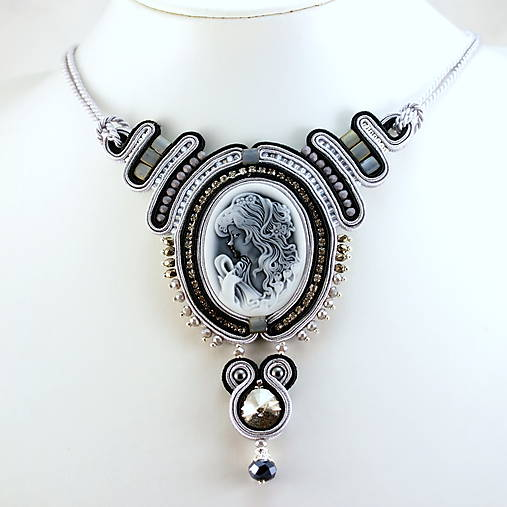 šujtášový náhrdelník, cameo