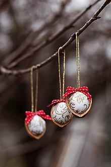 Dekorácie - Vianočný oriešok - bielo-červený I. - 7519430_