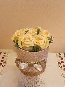 Dekorácie - Ruže v boxe na gratuláciu ZĽAVA - 7519107_