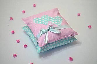 Úžitkový textil - Obliečky na vankúše so srdiečkami - 7519301_