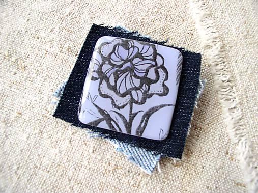 brošňa kvetušná