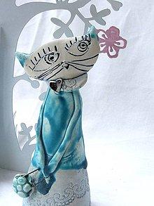 Dekorácie - mačka figúrka stojaca tyrkysová s kabelkou - 7519180_