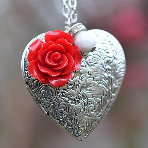 c233f1ad7 Strieborný medailón s červenou ružou / KiBa - SAShE.sk - Handmade ...