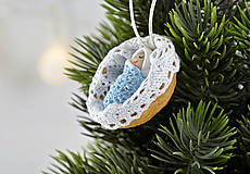 - Vianočný oriešok s bábätkom v bielej postieľke, chlapček - 7524995_