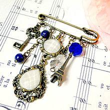 Odznaky/Brošne - Romantic Blue Paris Brooch Pin / Zicherka-brošňa s príveskami vo vintage štýle - 7528698_