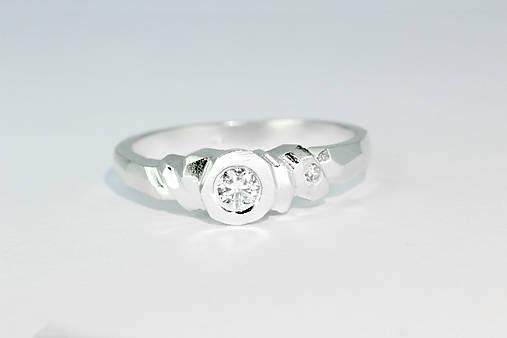 Prstene - prsteň NUNKI s briliantom - 7528336_