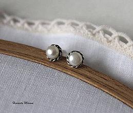 Náušnice - napichovačky biele perly M - 7528811_