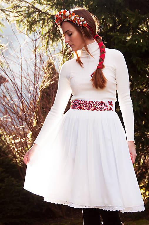 Vyšívaná sukňa Čataj