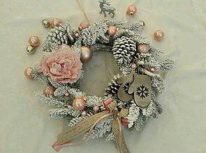 Dekorácie - Vianočný vintage veniec s drevenými rukavicami - 7534456_