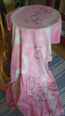 Úžitkový textil - Obrus. Batikovaný art obrus Vtáčik - 7536242_