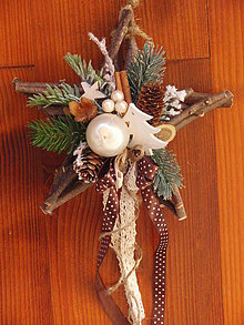 Dekorácie - Drevená vianočná hviezda so stromčekom - 7536988_