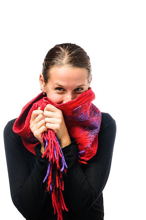 Dámsky vlnený šál, ručne plstený z jemnej Merino vlny, červeno-fialový, zimný šál, šál z plsti